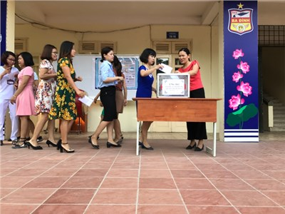 Thầy và trò trường THCS Ba Đình chung tay quyên góp, ủng hộ học sinh các tỉnh miền núi phía Bắc chịu thiệt hại do bão lũ