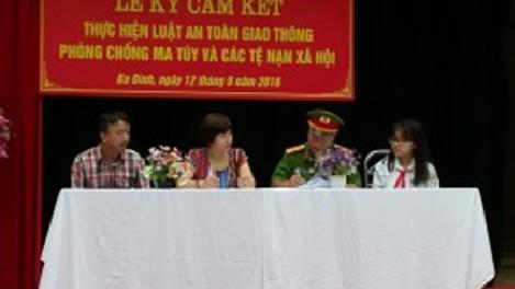 Lễ kí cam kết thực hiện Luật Giao thông và Phòng chống các tệ nạn xã hội