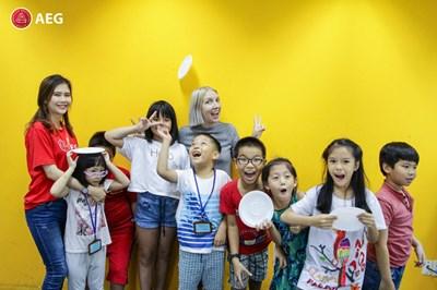 Dạy trẻ làm chủ tương lai với STEAM English