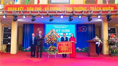 THPT Trung Giã tổ chức thành công Lễ kỷ niệm 20 năm thành lập trường và đón nhận bằng khen của Bộ GD&ĐT
