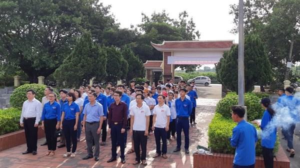 Đoàn viên thanh niên THPT Trung Giã ra quân hưởng ứng kỷ niệm 72 năm ngày thương binh liệt sĩ 27/07